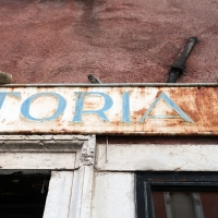 http://vernaculartypography.com/files/gimgs/th-107_Woodward_Vernacular Typography_Venice_274.jpg