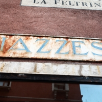 http://vernaculartypography.com/files/gimgs/th-107_Woodward_Vernacular Typography_Venice_275.jpg