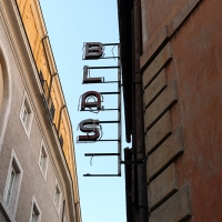 http://vernaculartypography.com/files/gimgs/th-108_Woodward_Vernacular Typography_Rome_246.jpg
