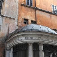 http://vernaculartypography.com/files/gimgs/th-108_Woodward_Vernacular Typography_Rome_265.jpg