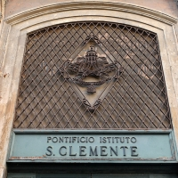 http://vernaculartypography.com/files/gimgs/th-108_Woodward_Vernacular Typography_Rome_273.jpg
