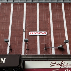 http://vernaculartypography.com/files/gimgs/th-19_Woodward_Vernacular-Typography_Times-Square_076.jpg