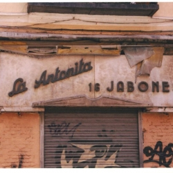 http://vernaculartypography.com/files/gimgs/th-49_mw_vernacular typography_spain_068.jpg