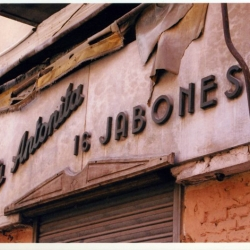 http://vernaculartypography.com/files/gimgs/th-49_mw_vernacular typography_spain_069.jpg