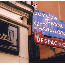 http://vernaculartypography.com/files/gimgs/th-49_mw_vernacular typography_spain_073.jpg
