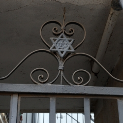http://vernaculartypography.com/files/gimgs/th-56_Woodward Vernacular Typography Israel_219.jpg