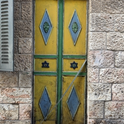 http://vernaculartypography.com/files/gimgs/th-56_Woodward-Vernacular-Typography-Israel_169.jpg