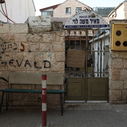 http://vernaculartypography.com/files/gimgs/th-56_Woodward-Vernacular-Typography-Israel_205.jpg