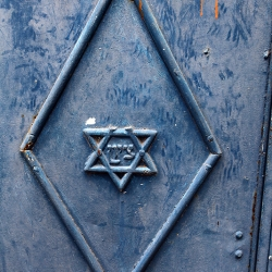 http://vernaculartypography.com/files/gimgs/th-56_Woodward-Vernacular-Typography-Israel_227.jpg
