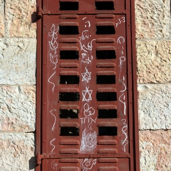 http://vernaculartypography.com/files/gimgs/th-56_Woodward-Vernacular-Typography-Israel_256.jpg