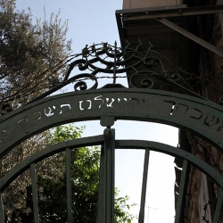 http://vernaculartypography.com/files/gimgs/th-56_Woodward-Vernacular-Typography-Israel_266.jpg