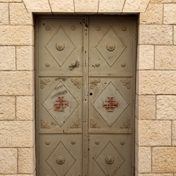 http://vernaculartypography.com/files/gimgs/th-56_Woodward-Vernacular-Typography-Israel_321.jpg
