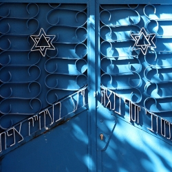 http://vernaculartypography.com/files/gimgs/th-57_Woodward-Vernacular-Typography-Israel_018.jpg