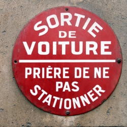 http://vernaculartypography.com/files/gimgs/th-60_50_mwvernacular-typographyfrance155_v2.jpg