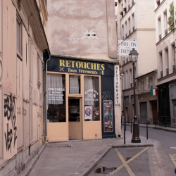 http://vernaculartypography.com/files/gimgs/th-61_49_mwvernacular-typographyfrance065_v2.jpg