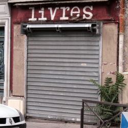 http://vernaculartypography.com/files/gimgs/th-61_49_mwvernacular-typographyfrance076_v2.jpg