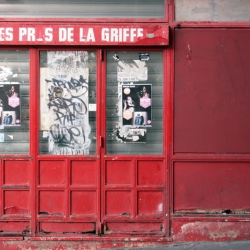 http://vernaculartypography.com/files/gimgs/th-61_49_mwvernacular-typographyfrance086_v2.jpg