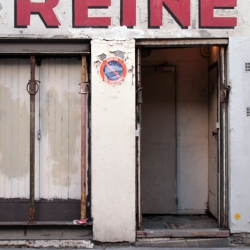 http://vernaculartypography.com/files/gimgs/th-61_49_mwvernacular-typographyfrance089_v2.jpg