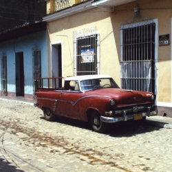 http://vernaculartypography.com/files/gimgs/th-64_mw_vernacular typography_cuba_cars_007.jpg